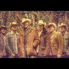 Los Pacaminos feat Paul Young